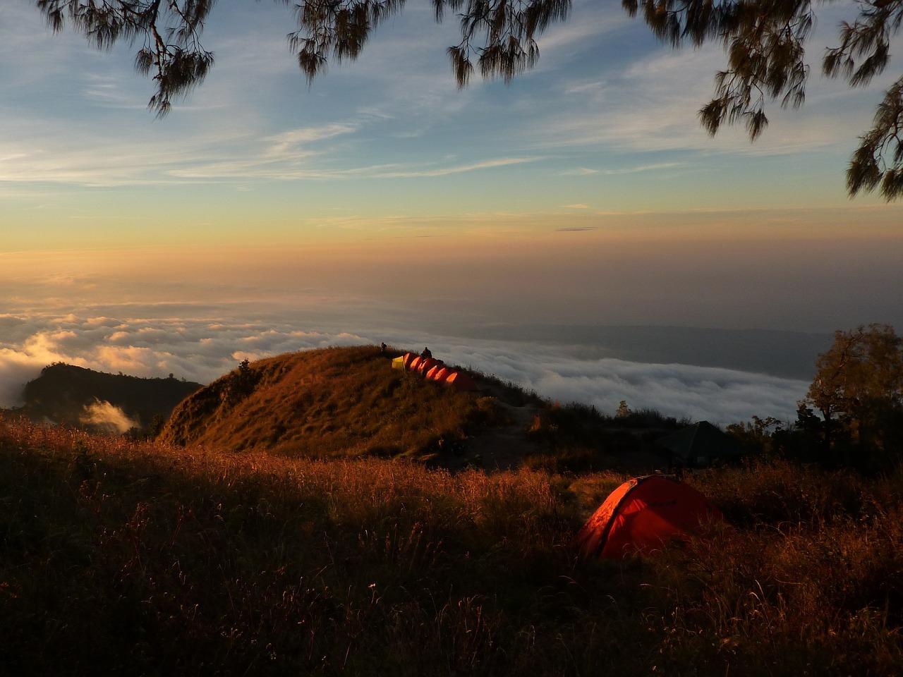 Namioty turystyczne – kiedy mogą Ci się przydać?